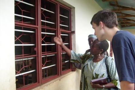 2010 – Kilaremo – Gitter für die Bibliothek