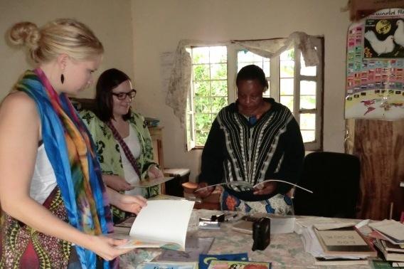 2012 – Kilaremo – Übergabe von Gastgeschenken